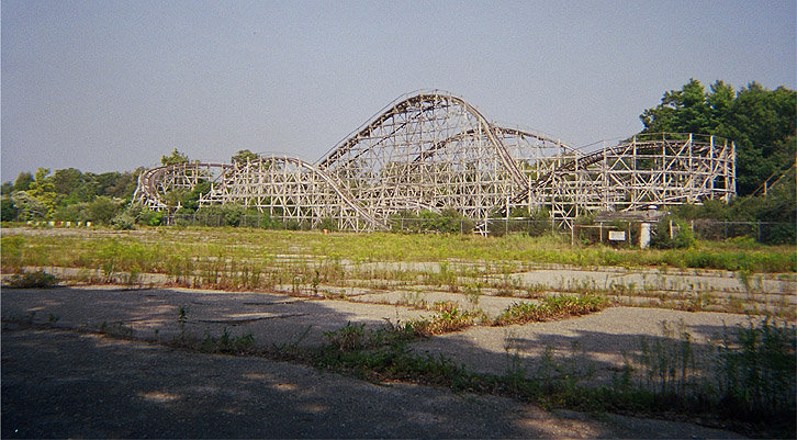 The Comet in 2004 before the lift hill fell the following winter.